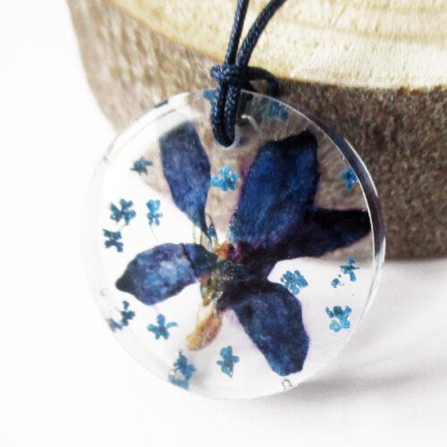 pendentif-pensée-bleutée-fleur colorée bleue résine inclusion bijou femme cadeau nature bijoux végétal