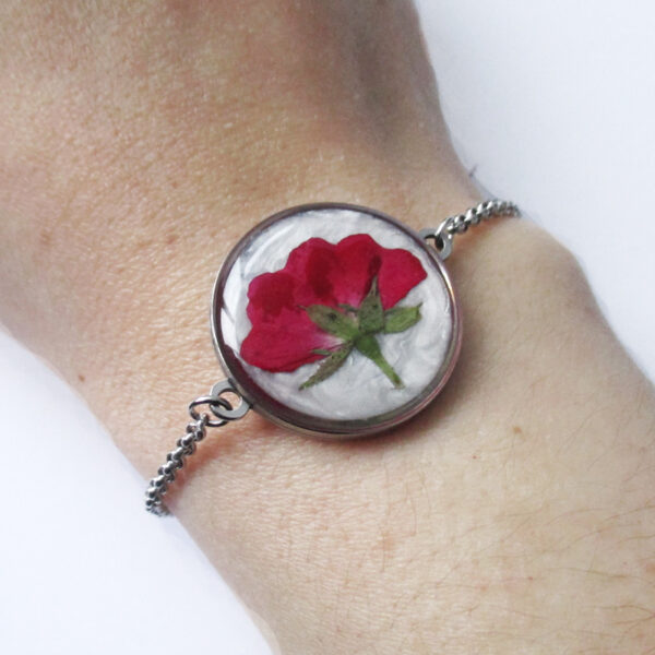 bracelet rose en résine, argent et fleurs bijoux nature original cadeau femme tendance nature fleur porte-bonheur
