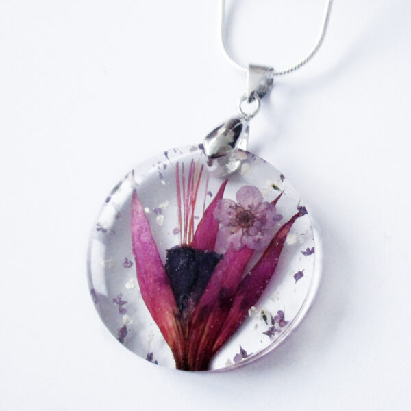 pendentif-suzanne-fleurs de fuchsia en résine d'inclusion et fleurs couleur bordeaux sang collier floral Bijoux femme cadeau original nature en argent 925
